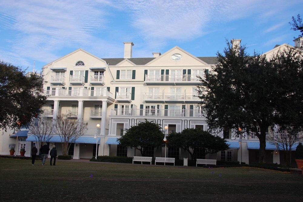 Disney's-Boardwalk-Inn-Rooms-4.JPG
