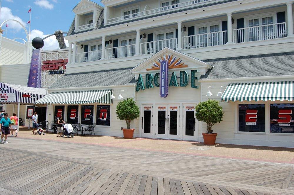 Disney's-Boardwalk-Inn-Yard-Arcade.JPG