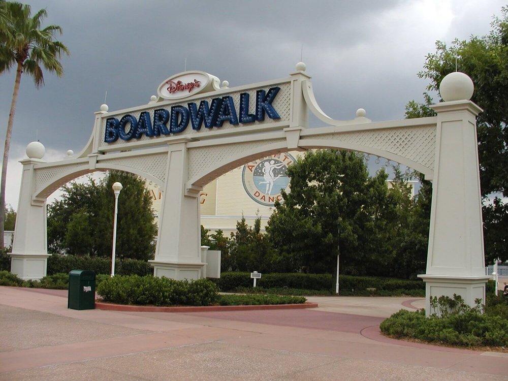 Disneys-Boardwalk-Inn-Epcot-Area-Entrance.JPG