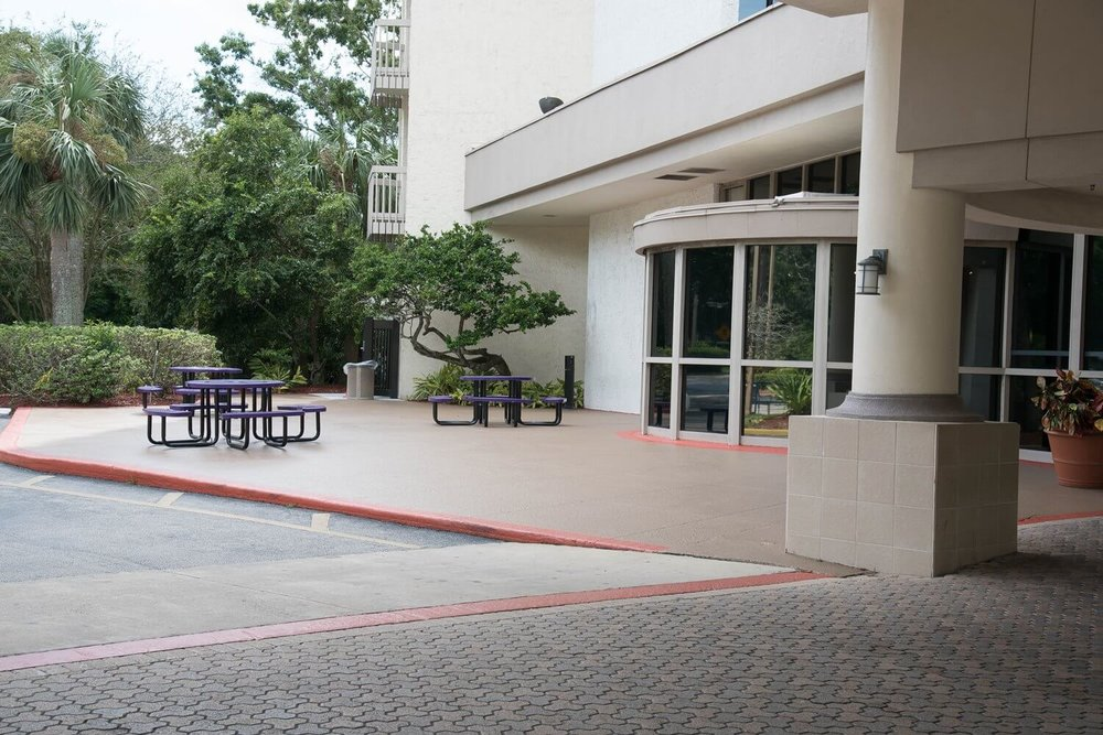 Entrance to Best Western Lake Buena Vista Hotel - Disney Springs