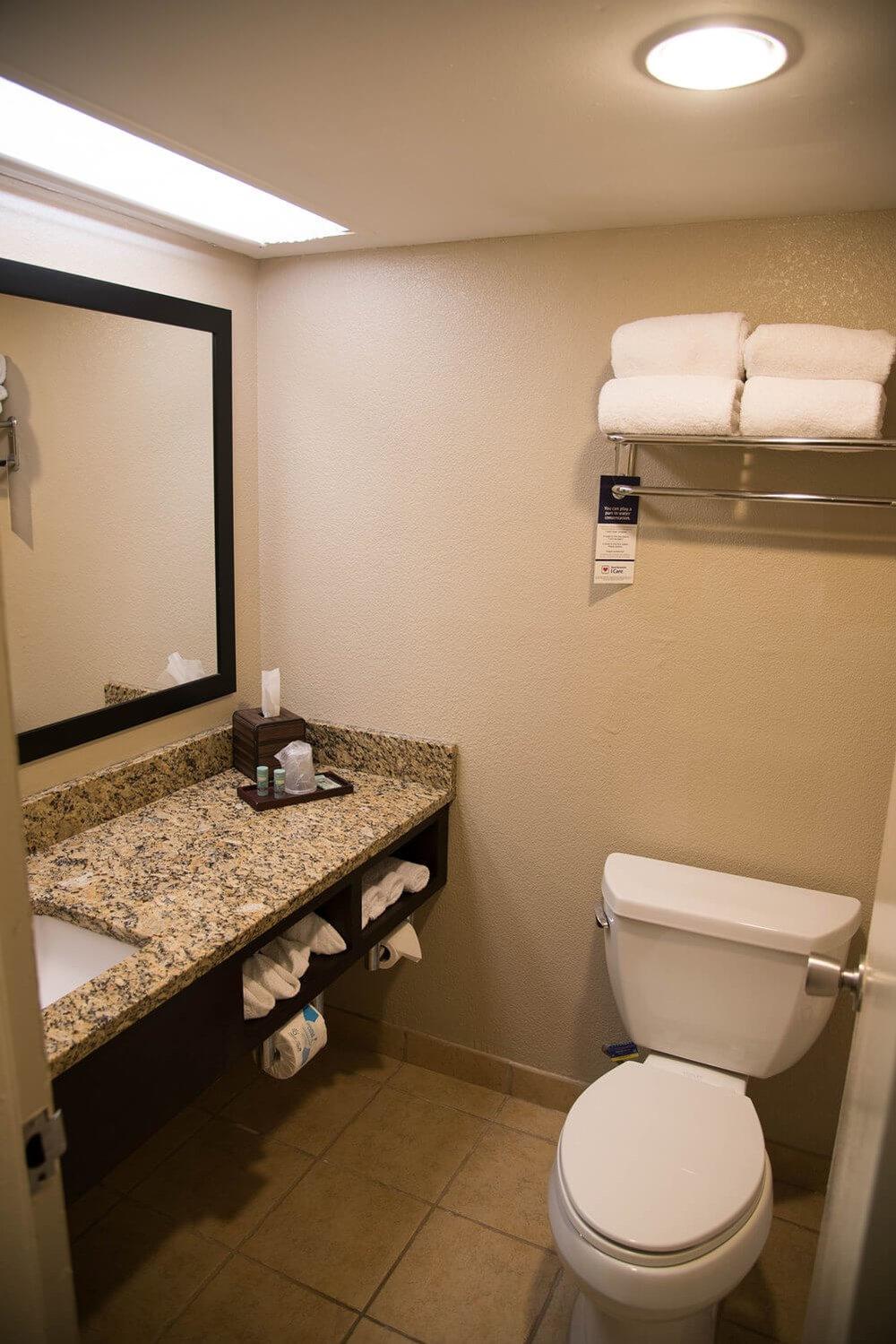 Best Western Lake Buena Vista bathroom