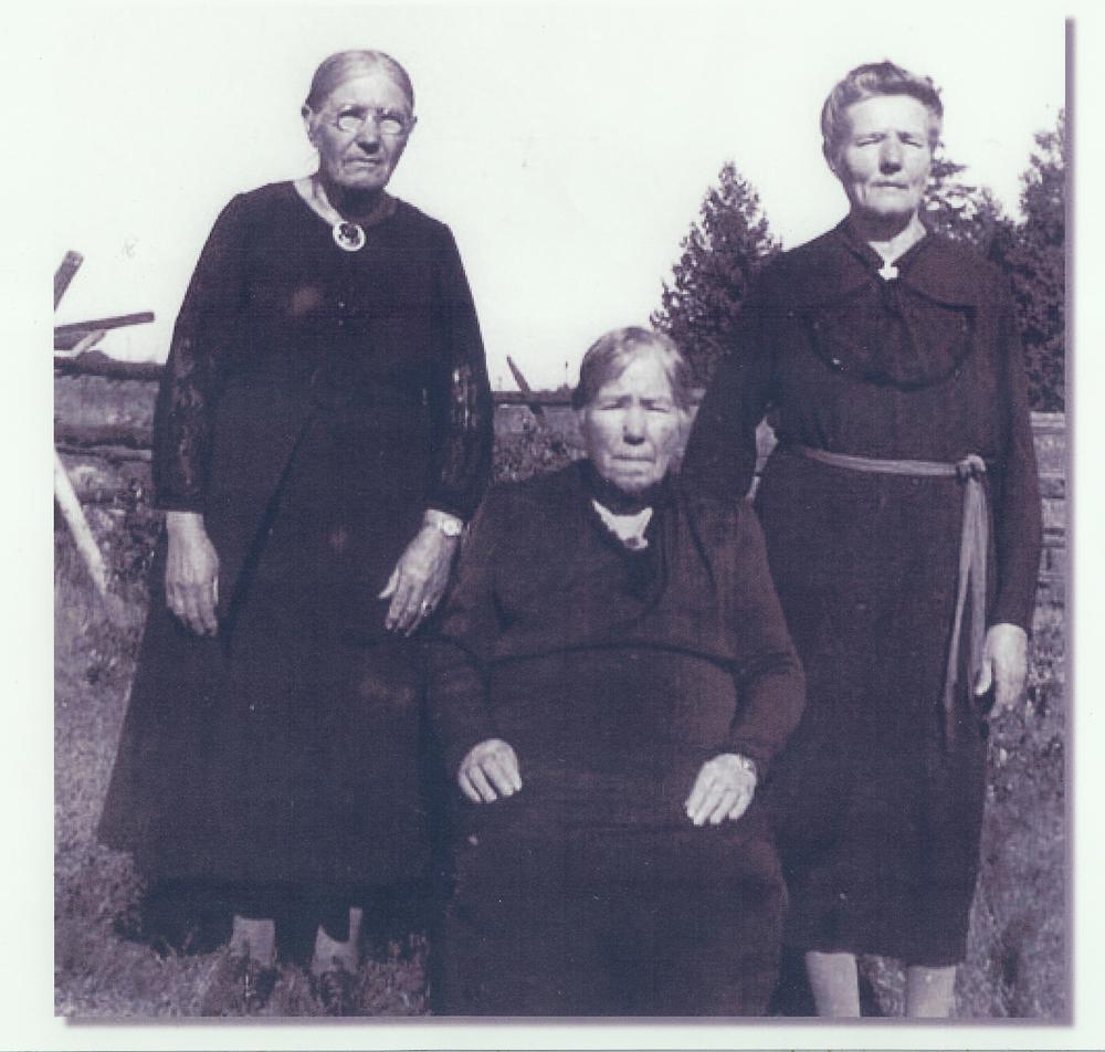Elizibeth Victoria Hicks and sisters.jpg