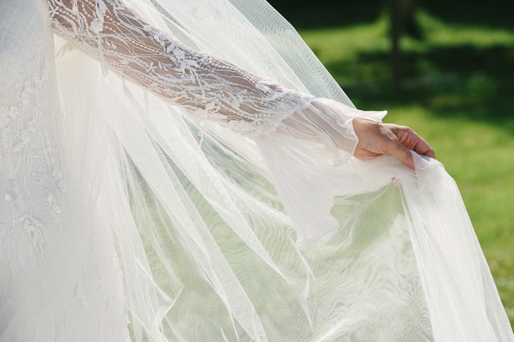 009 Lace Wedding Dress.jpg