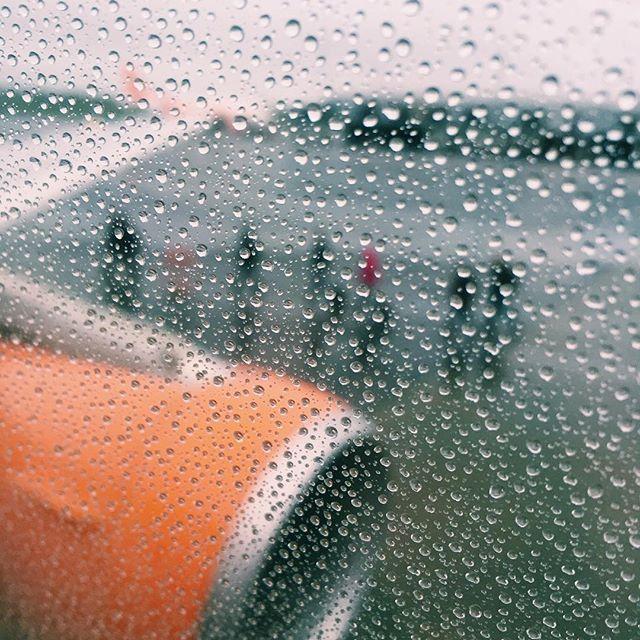 Boarding #easyjet #Belfast #belfastinternationalairport #rain