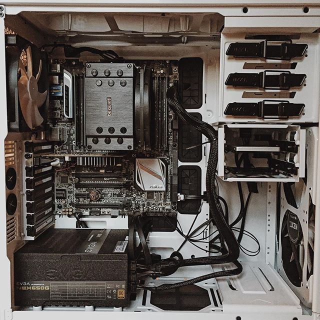 I built my first PC and I didn't fuck it up! Feeling accomplished. Now to put it to work as a slave to my Mac! #Intel #nzxtphantom #nzxt #inteli7 #bequiet #evga #crucial #samsung #asus #x99 #viennaensemblepro #ewql #bfd3 #omnisphere #slavecomputer
