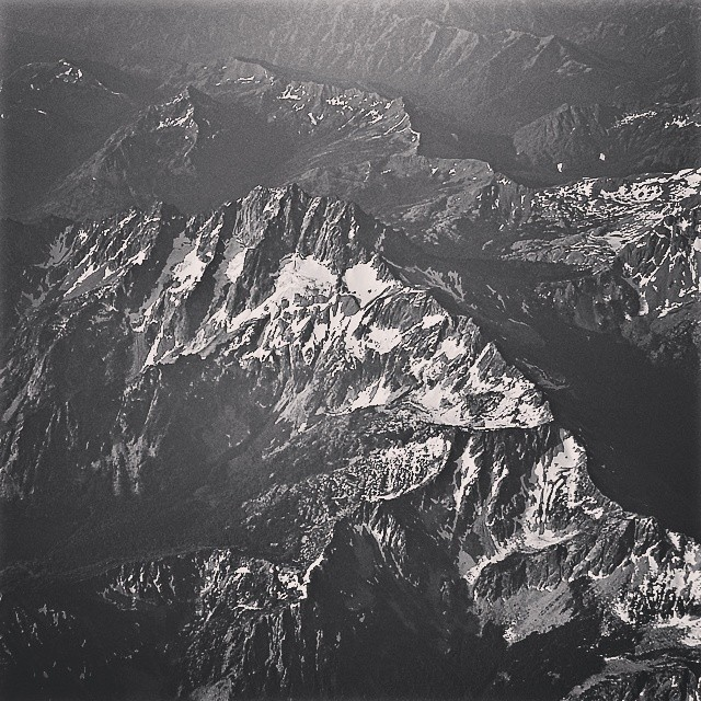 Heading east. #northcascades #centralcascades #mountain #cascades #blackandwhite #b&w #flying #nwp #washington #alaskaairlines #iamalaska