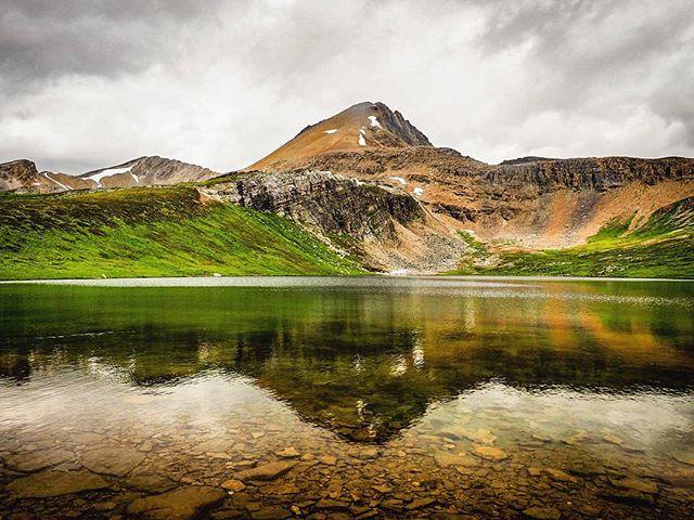 Helen Lake, Banff National Park, Alberta, Canada. #canada150 @canada150 @explorecanada @nationalparkscanada @nationalparkgeek #olypusomd #landscape #hiking #naturephotography #naturgram #nathography #nwp #banffnationalpark #lake #helenlakehike