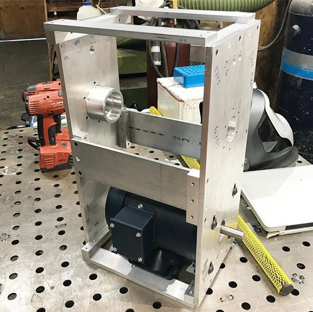 Headed out on another work trip but I made good progress on a prototype pet project of mine. Looking forward to continuing when I return home. #aluminum #6061 #3phase #machining #machinery #weldtables  #venturacounty