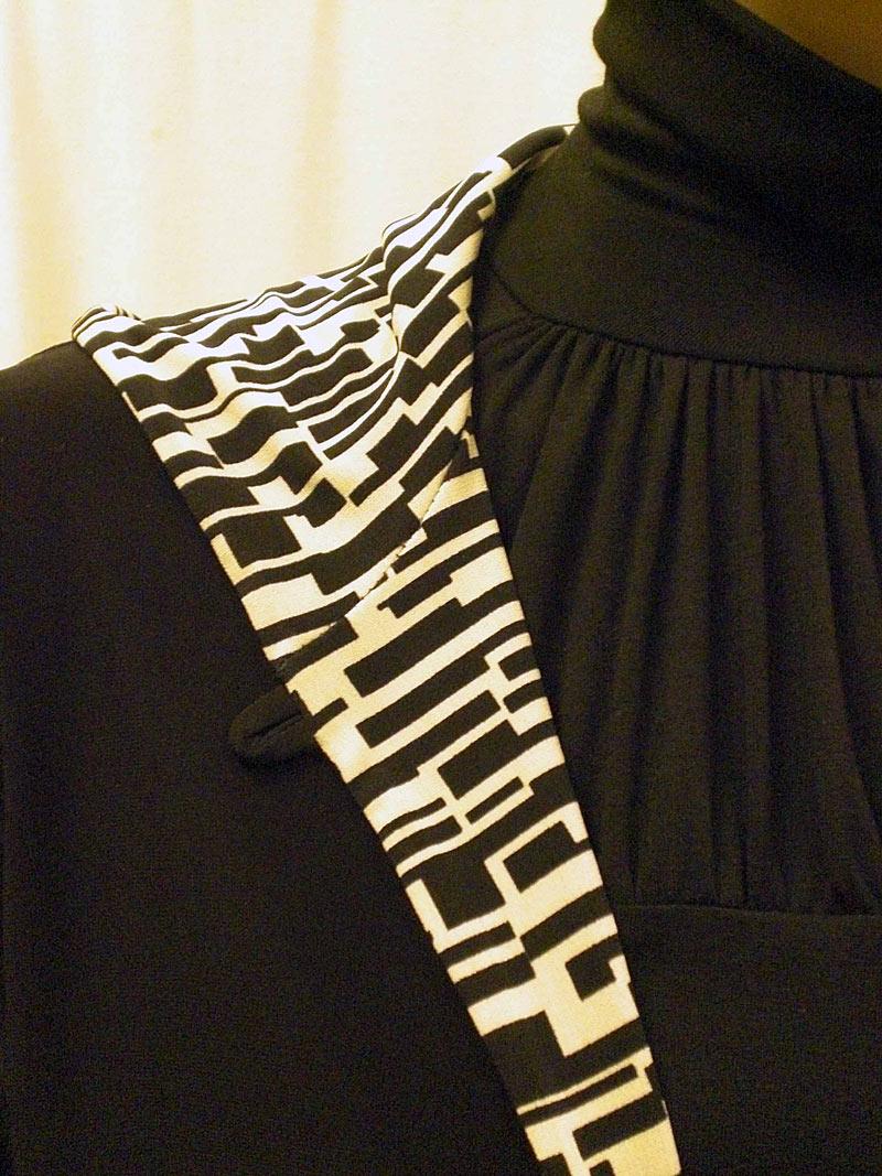 hoodie--shirred-turtleneck--detail_3525185209_o.jpg