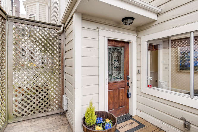 227 NW 18th Ave Portland OR-small-008-41-Exterior Front Entry-666x444-72dpi.jpg