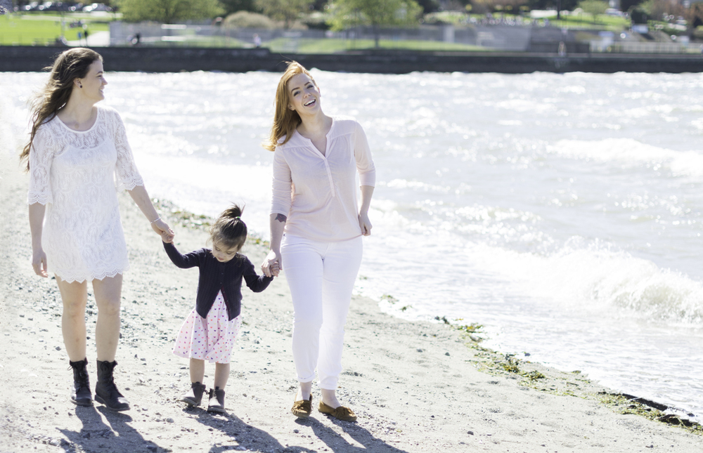 The sun came out for a lovely  family shoot .