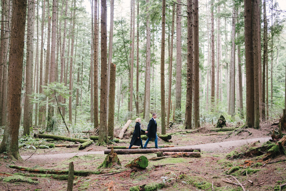 pacific-spirit-park-engagement-photos-03.jpg