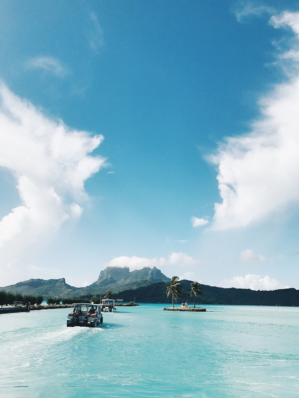 Bora Bora, Travel, Ocean, water bungalows, bucket list, photography, jessakae, french polynesian islands, pool, tropical, paradise, underwater photography, fish, beach
