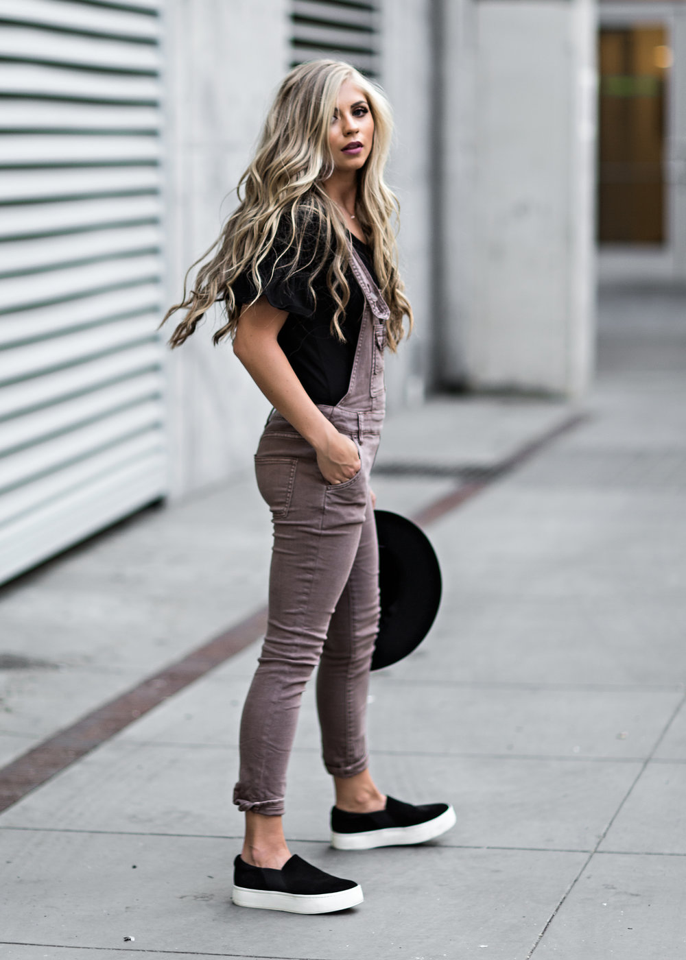 overalls, jessakae, blonde, hair, style, fashion, ootd, sneakers, fall fashion, makeup