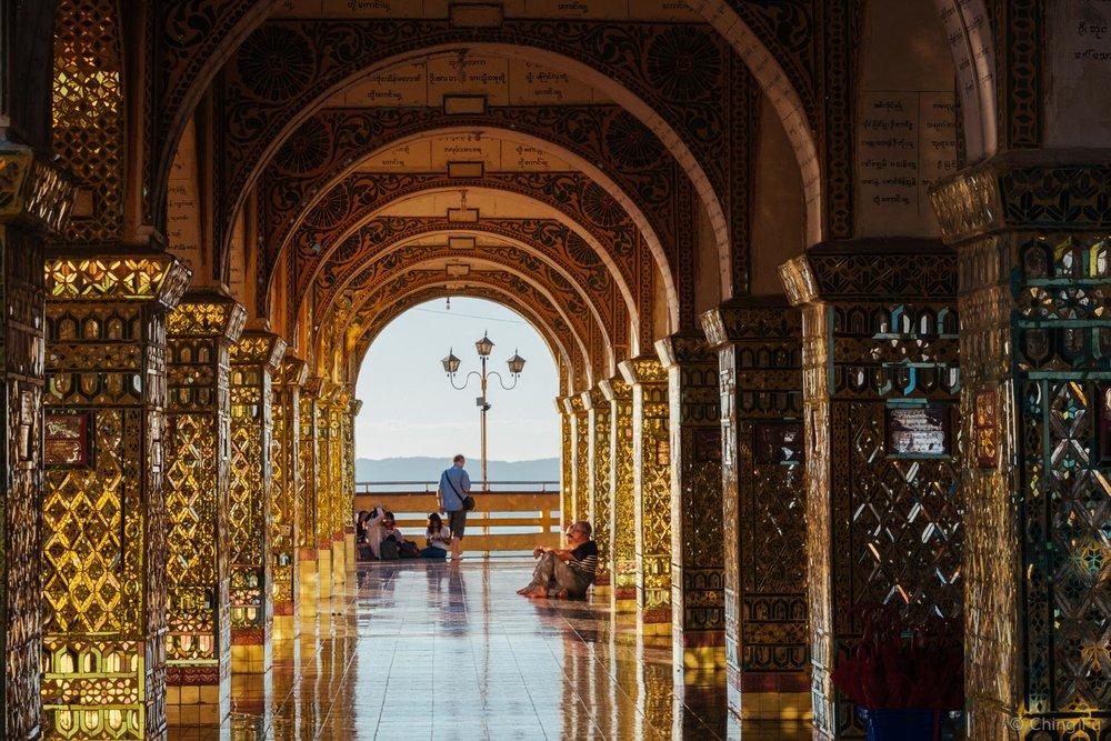 The tile work at Su Taung Pyai Pagoda.