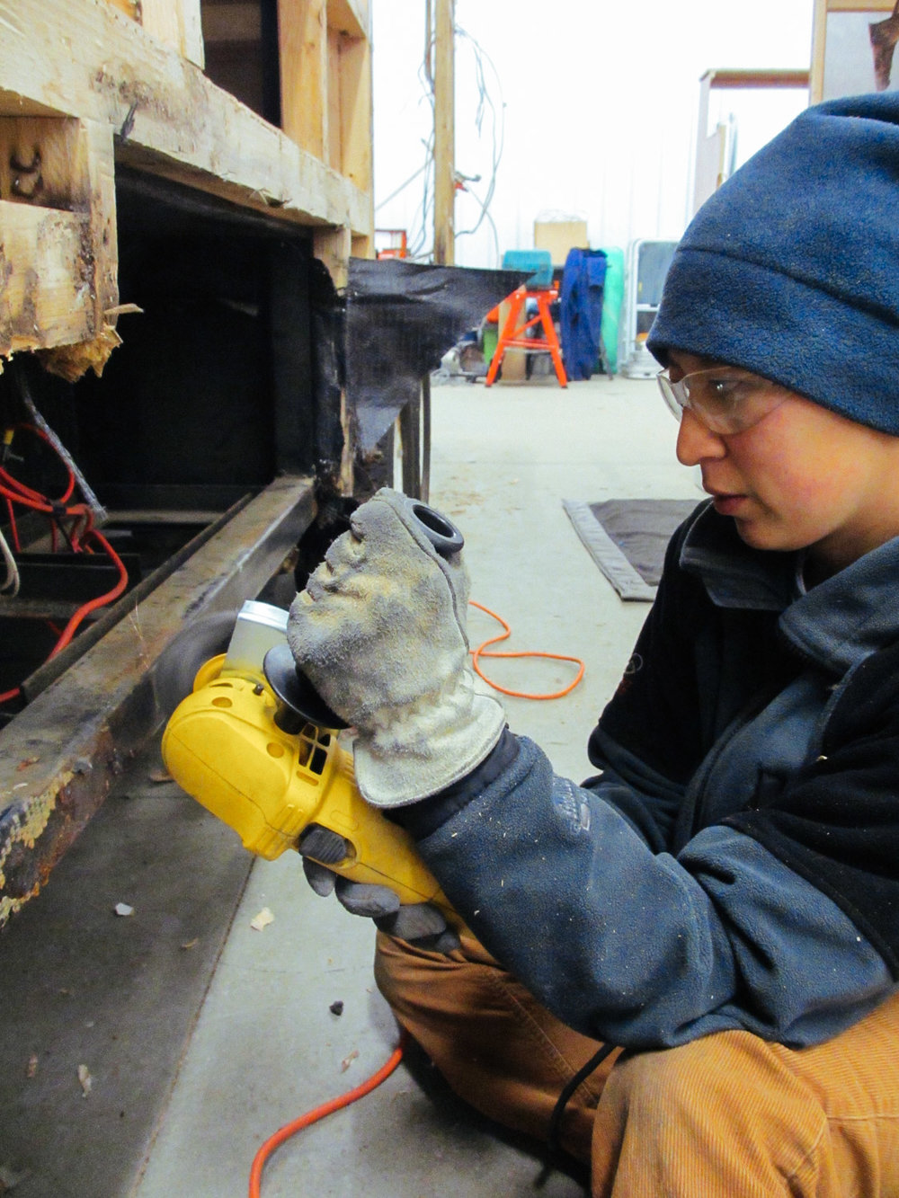 We took the opportunity to clean the rust off the fifth-wheel frame.
