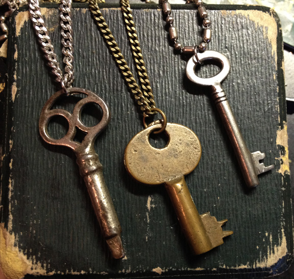 3antiquekeypendants