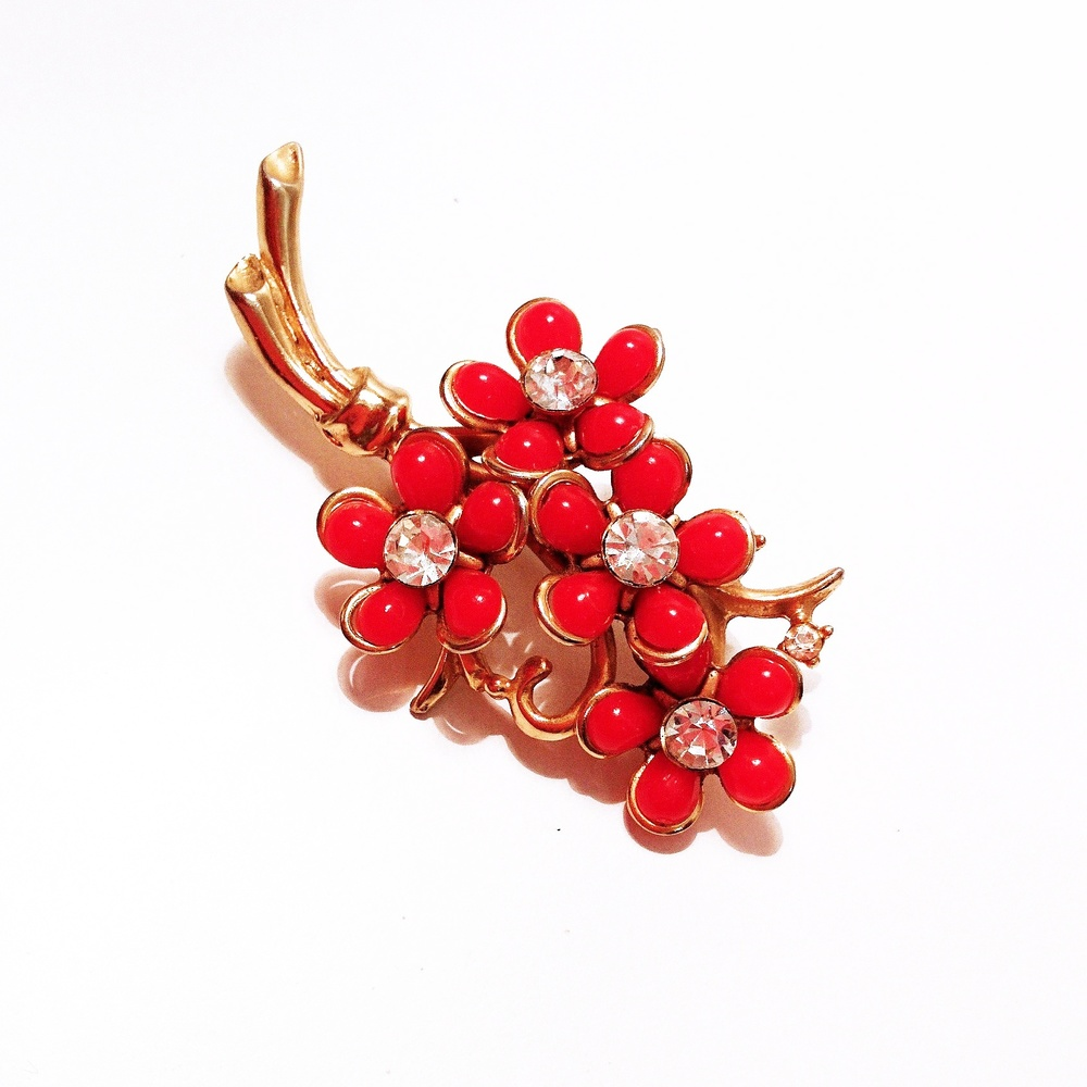 A fantastic red floral brooch with rhinestone detail, ready to add a little spring to your step!