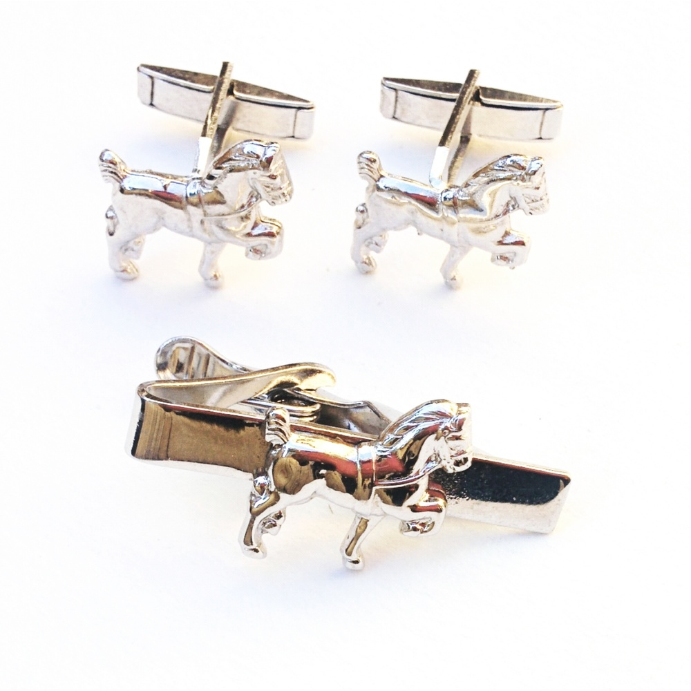 Vintage horse themed tie clip and cufflink set