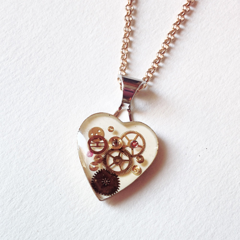 aminda-wood-mini-watch-part-mechanical-heart.jpg