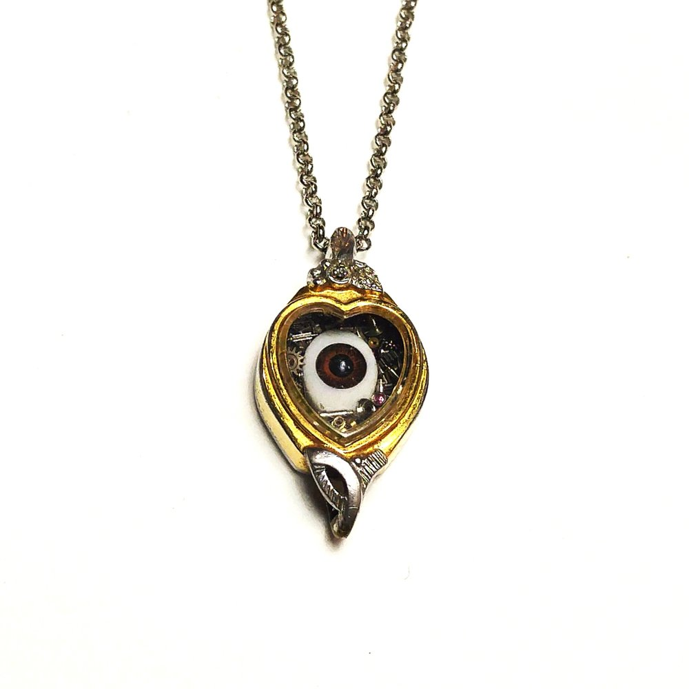 aminda-wood-eye-watch-case-pendant.jpg