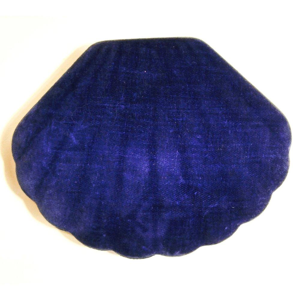 vintage-velvet-manicure-kit-mermaid-shell.jpg