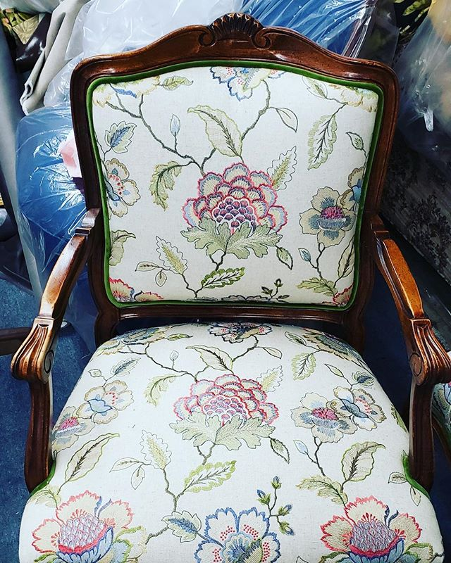 Love this custom upholstered chair we did for @everlyandmonet #upholstery #interiordecor #interiordesign