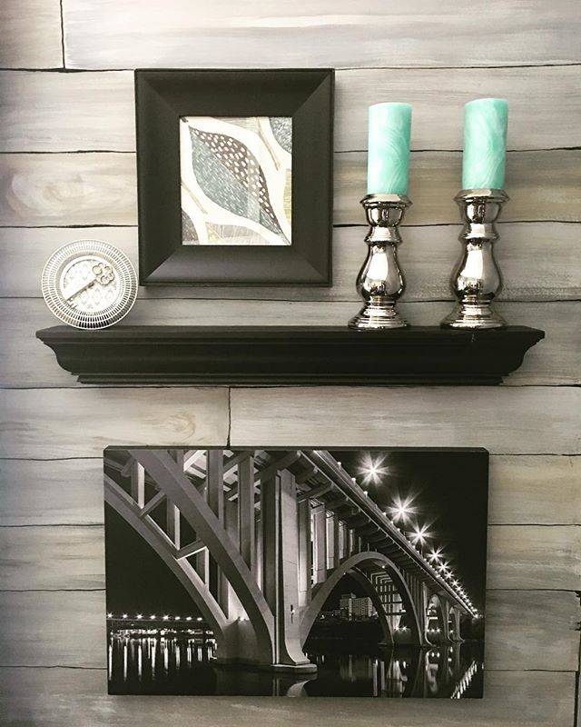 @brucemccamish13 Captures #knoxville lights with perfection in the black and white image. Come visit our building to see more of his jems. This furnished office can be yours for only $200 a month. Call today to set up your tour 865-567-4847 🖤⚪️🐼 #localartist #knoxville #almadiem 🍏🍁