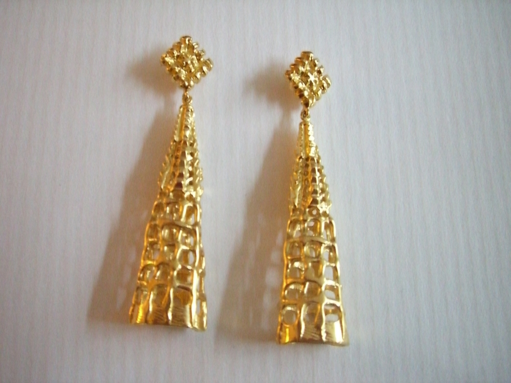 gaudi earrings 009.jpg
