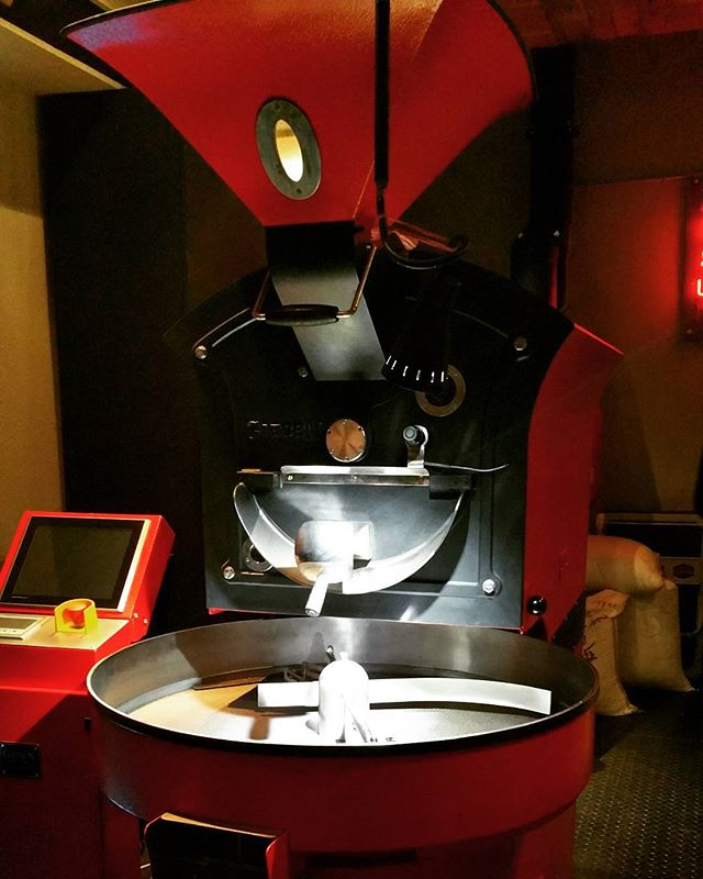 Giant coffee roaster.  #kaafiescapades#indonesia #instafit #tobysestate #coffeecoffeecoffee #coffeeculture #indocoffeeculture #ilovecoffee #caffeinefix #coffeesnob #takeawaycoffee #morning #skimlatte #newfave  #loveit  #shoplocal #boutiquebedding #myfavouritethings #downthatlittlelaneshop #supportsmall  #supporthandmade #minimalist
