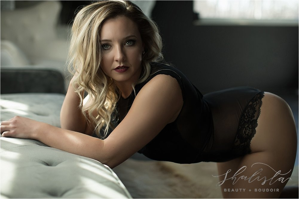 beautiful boudoir poses