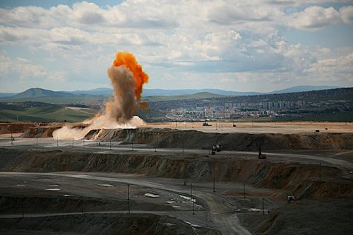 If you ever wanted to know what a  copper mine explosion might look like…here you go.