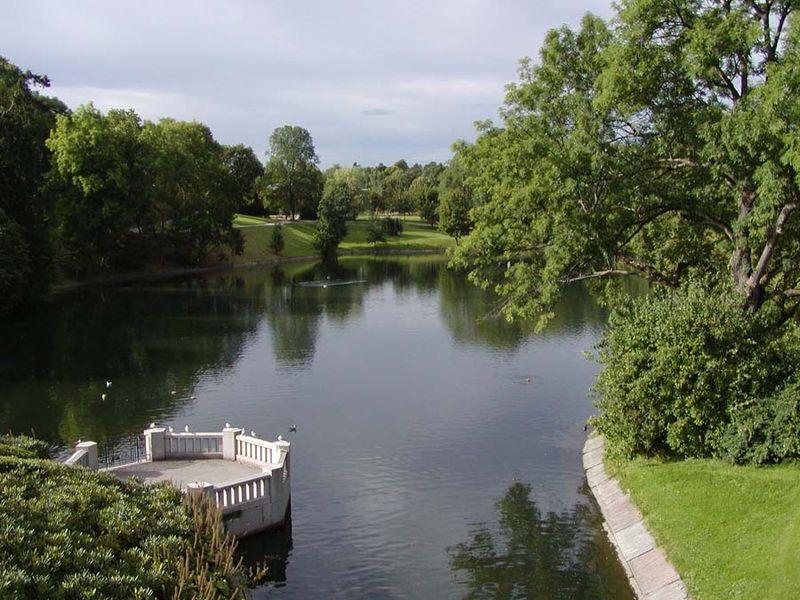 800px-Frognerpark_water.jpg