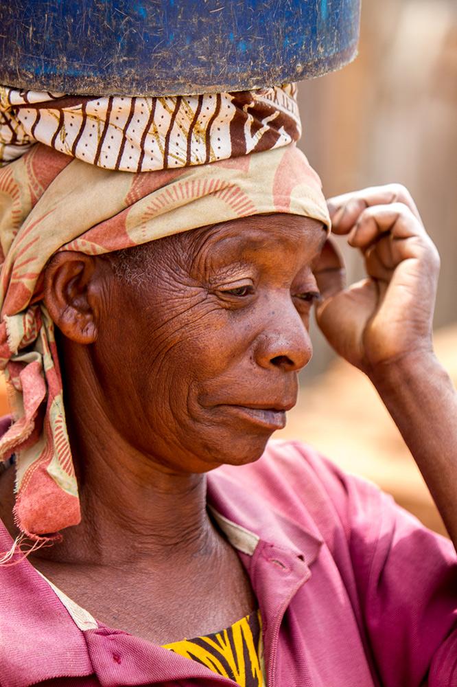 Adam-Dickens-Photography---FT-Tanzania-2014--Kaningombe-client--Talkisia-Soko-865.jpg