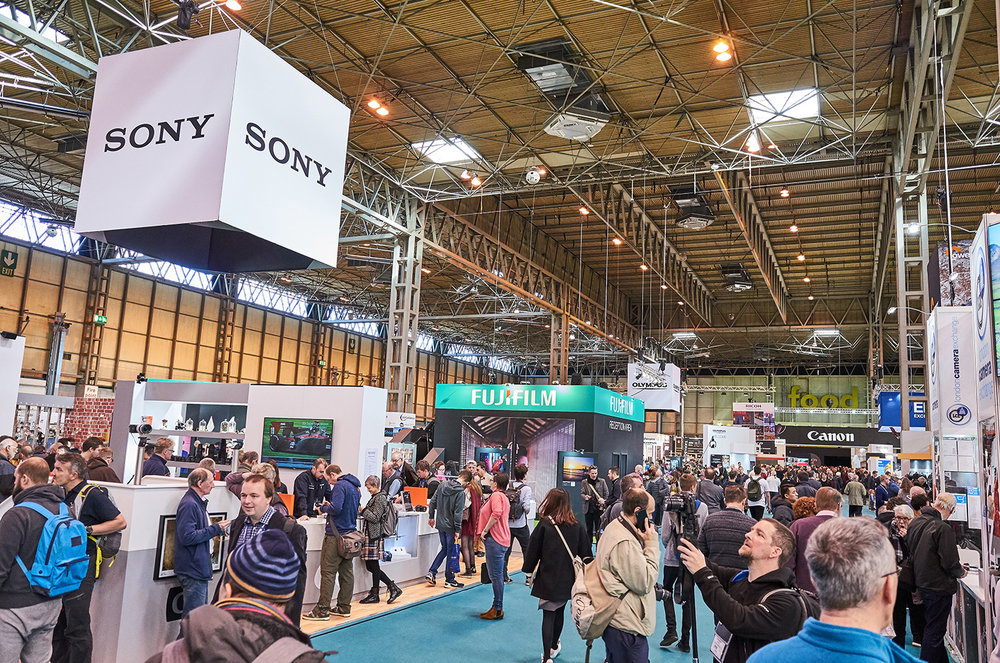 Can Sony break into the pro photography market? Check out the Sony A99 II