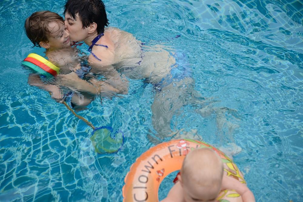 Ein warmer Pool und ein feuchter Kuss