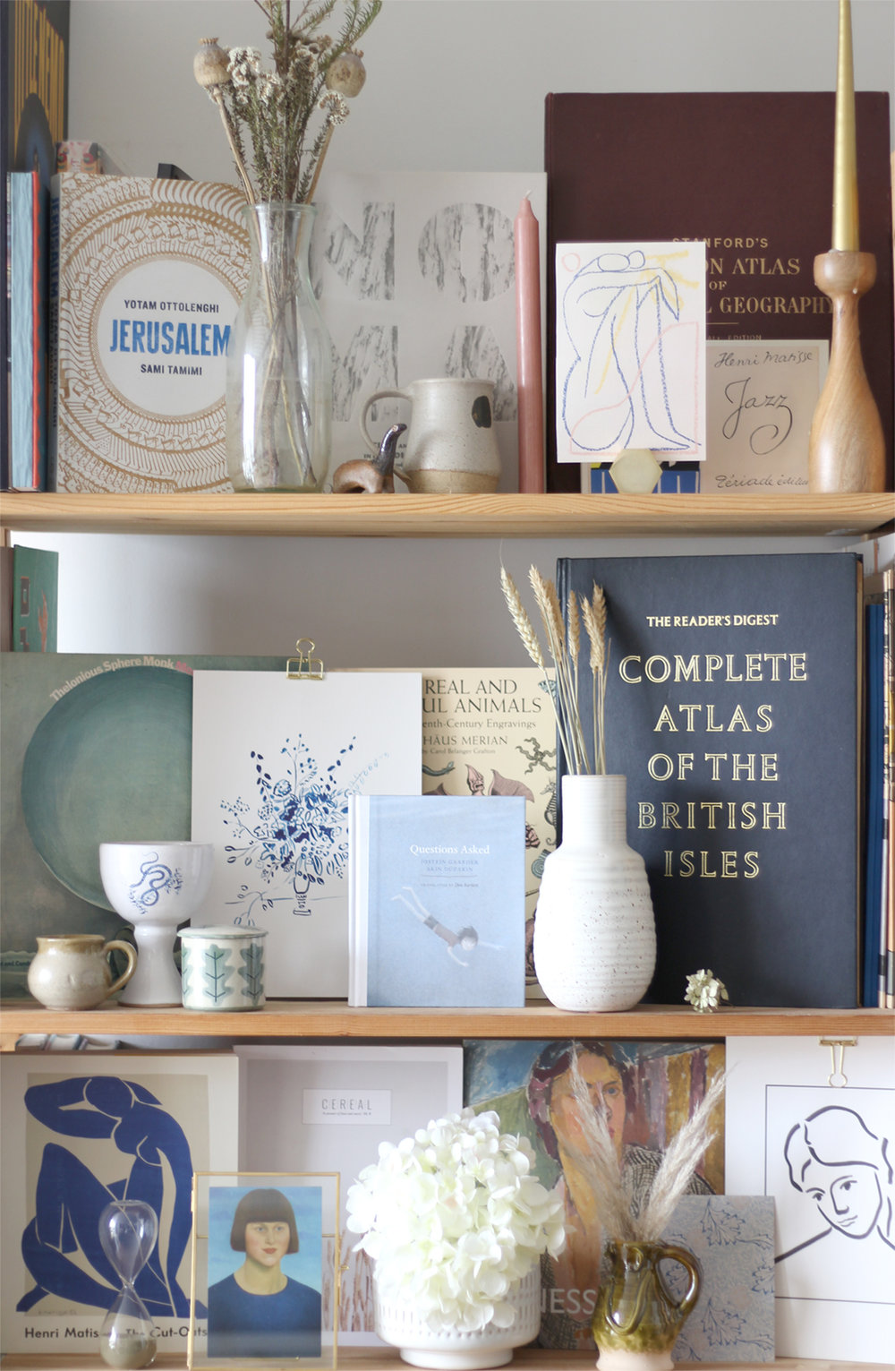 nancy-straughan-interior-stylist-styled-bookshelves-maximalism-shelfie.jpg