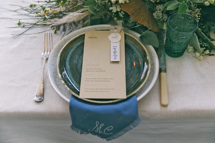 sea-shore-wedding-theme-stylist-nancy-straughan-place-setting.jpg
