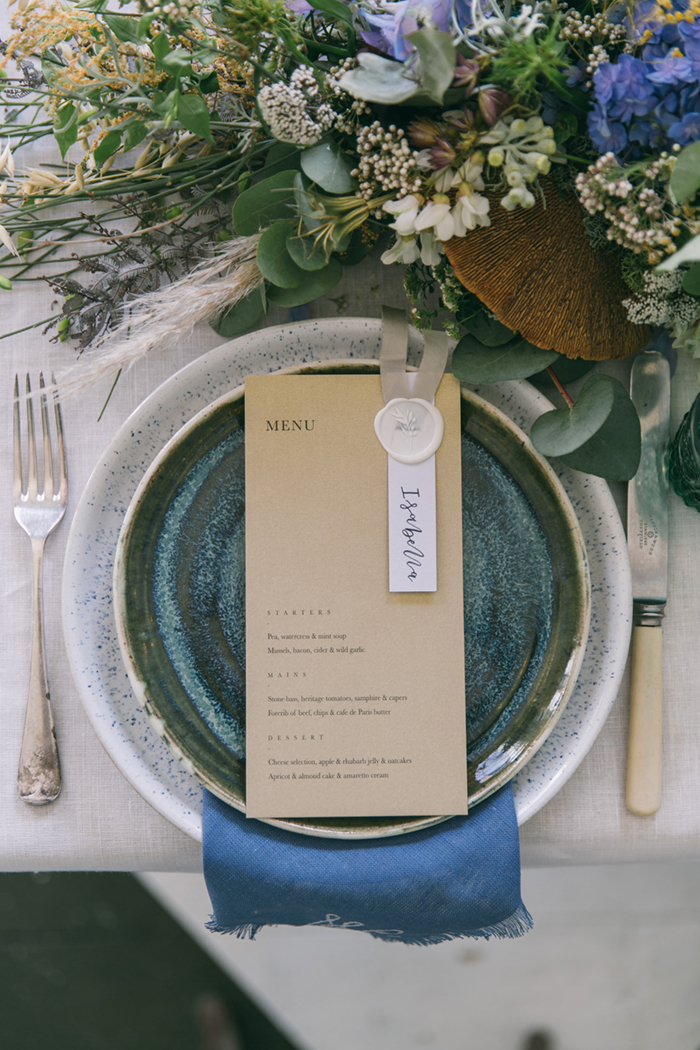 sea-shore-wedding-theme-stylist-nancy-straughan-plates.jpg