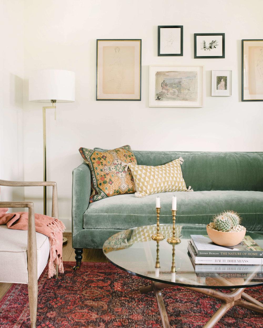 A fresh living room design by  Ginny MacDonald