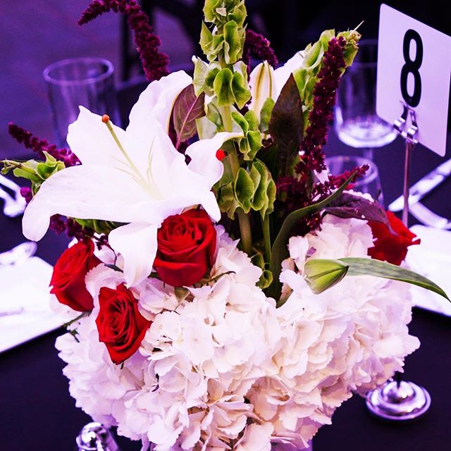 Centerpiece. #photography #eventphotography #flowers #centerpieces #centerpiece #companyevent #companyparty #elegant #fun #goodtimes #luxeeventphotography