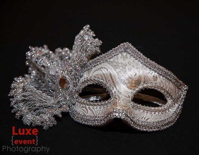 It's all in the details. #moments #drama #holidayparty #masquerade #mask #party #eventphotography #luxeeventphotography #events #gala #redcarpet