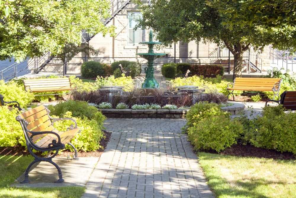 CITY HALL PARKETTE