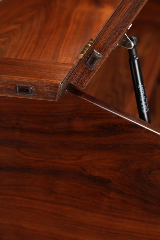 Hinge Detail 1-6820.JPG