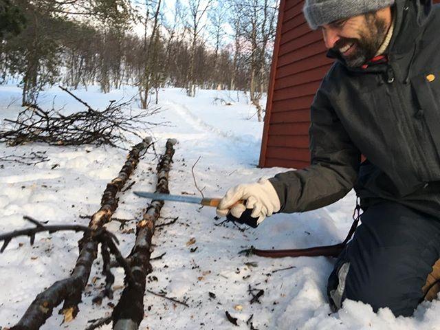Sandro preparing the poles for the big Lavvu #lavvuarcticcamp, #fjällräven, #nordisk,#gstove,#acapulka,#offgridsun