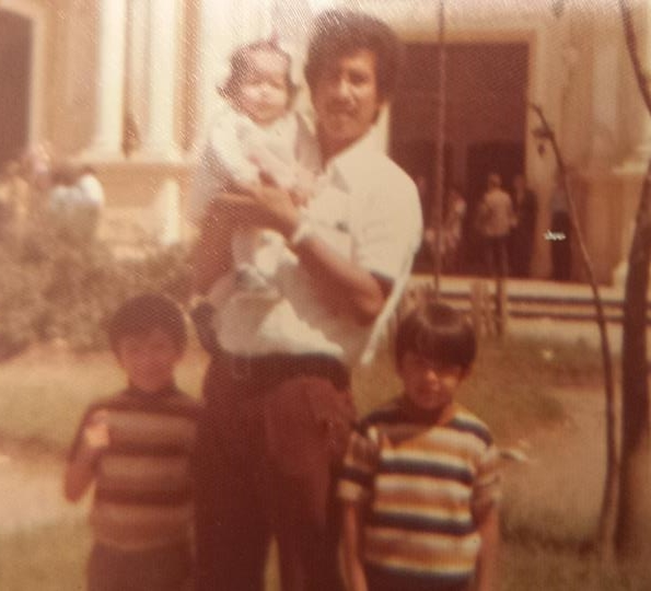 Alfredo as a child with his father and siblings