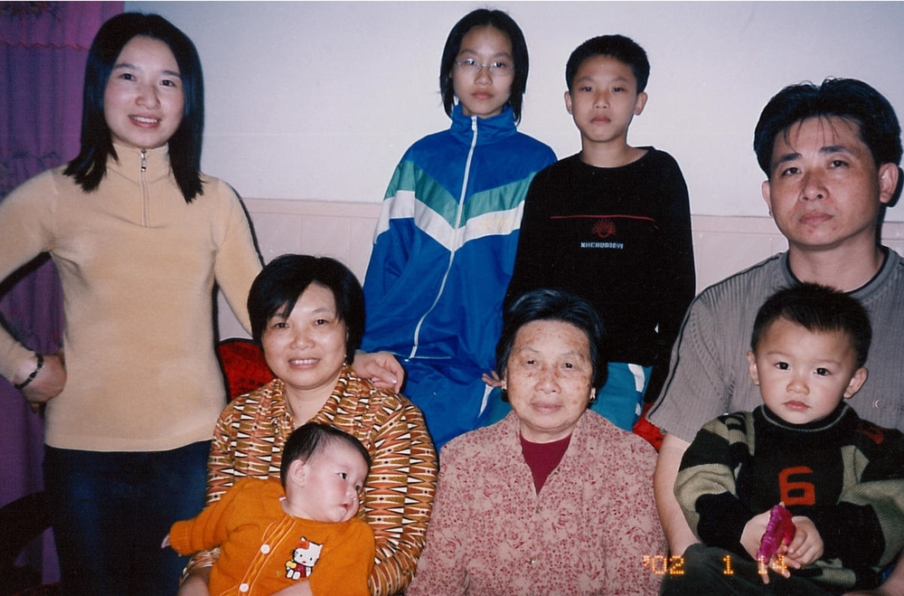 Wan Qing with her sister-in-law, mother, and brother (far right), who took care of her son, Simon.
