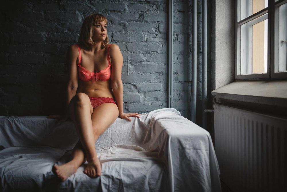 boudoir-kuvaus-turku-huomenlahja-jere-satamo-015.jpg