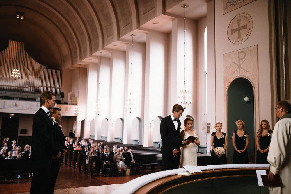 manilla-martin-kirkko-wedding-photographer-jere-satamo-250-web.jpg