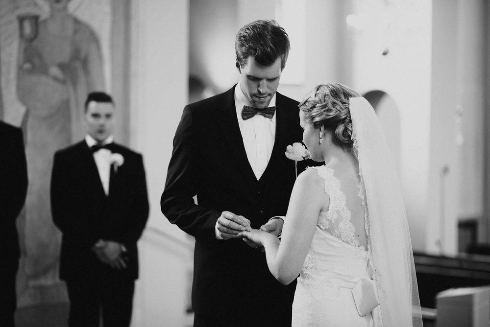 manilla-martin-kirkko-wedding-photographer-jere-satamo-268-web.jpg